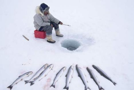 Ice_fishing_canada
