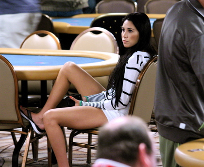 Girl_legs_rail_wsop