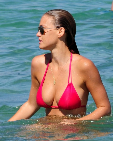 Bar Refaeli and the bikini is a winning combination