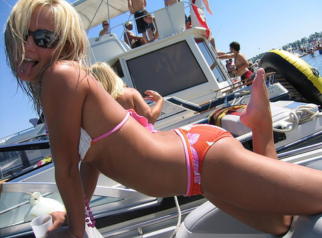 Hot_girl_boat