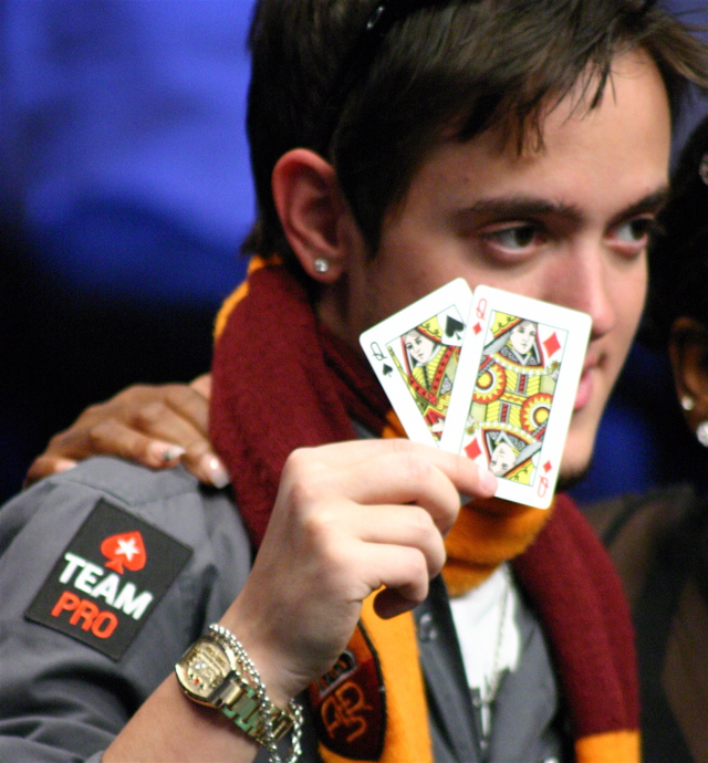 Poker player Dario Minieri holding Queens, wins 2008 WSOP bracelet
